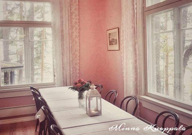 vehoniemen-alamaja-kabinetti-roosa-huone-640-450